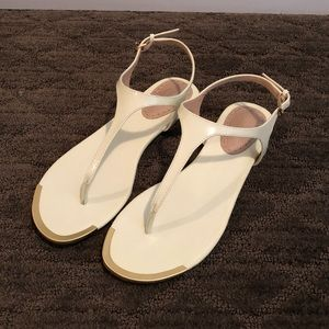 Charles David Women's White Thong Sandal new!